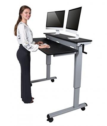 Höhenverstellbarer Schreibtisch mit Kurbel und Stufen